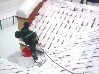 Usuwanie śniegu z dachów